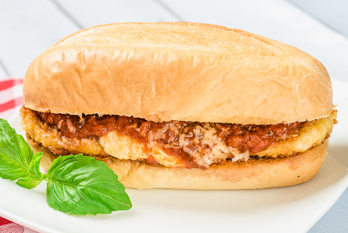 Baked Chicken Parmesan with Homemade Slow Cooker Marinara Sauce is great over spaghetti or on a sub roll - perfect for quick, cheap and healthy family dinners. From Everyday Good Thinking by @hamiltonbeach